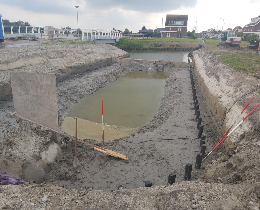 Watergang graven en beschoeiing